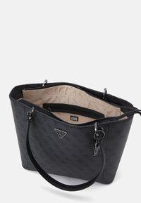 Guess - NOELLE ELITE TOTE - Tote bag - coal - 2