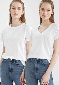DeFacto - 2 PACK - Basic T-shirt - white - 4