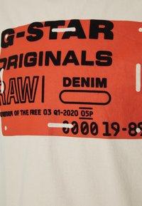 G-Star - FLOCK BADGE GRAPHIC - T-shirt med print - whitebait - 5