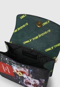 Diesel - ORMELLE MC - Across body bag - black/green - 3