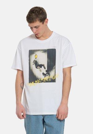 BIGGER - Print T-shirt - white