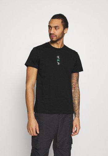 CK REPEAT TEXT GRAPHIC TEE UNISEX - Camiseta estampada - black