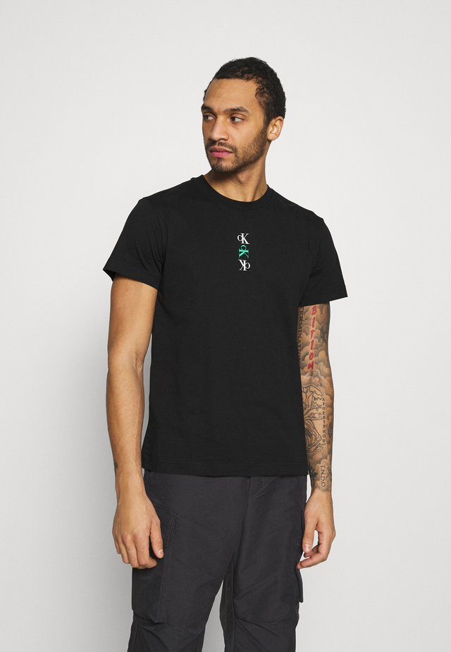 CK REPEAT TEXT GRAPHIC TEE UNISEX - T-shirt print - black