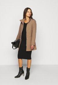 ONLY Petite - ONLCHRISA LIFE COAT - Krátký kabát - camel - 1