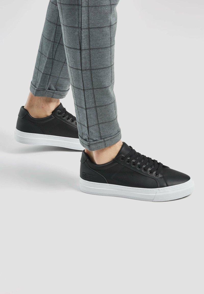 PULL&BEAR - Sneakers - black