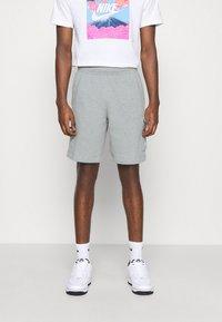 Nike Sportswear - CLUB CARGO - Teplákové kalhoty - dark grey heather - 0