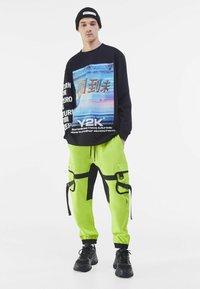 Bershka - Pantalon cargo - green - 1