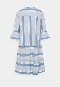 Vero Moda Tall - VMAKELA CHAMBRAY TUNIC - Day dress - light blue denim/white - 1
