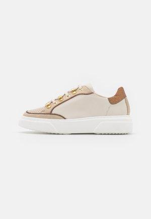 GIANARA - Sneakers laag - ivoire/cuivre