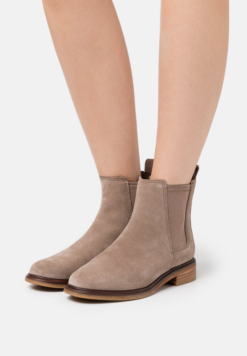 Clarks - CLARKDALE ARLO - Ankle boots - pebble