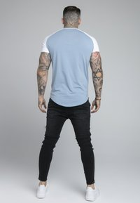 SIKSILK - CONTRAST RAGLAN TEE - T-Shirt basic - faded denim/white - 2