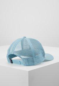 Patagonia - LABEL LAYBACK TRUCKER HAT - Cap - white/big sky blue - 2