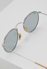 Ray-Ban - 0RB3447 ROUND METAL - Solbriller - silver photo blue