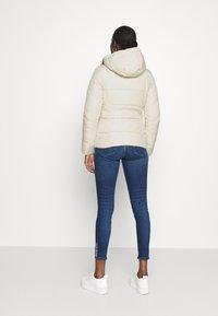 Calvin Klein Jeans - Zimní bunda - soft cream - 2