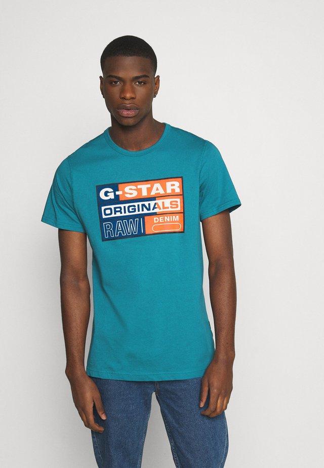ORIGINALS FLOCK LOGO - Camiseta estampada - cricket blue