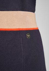 JOOP! Jeans - KAIT - A-line skirt - navy/beige/orange - 4