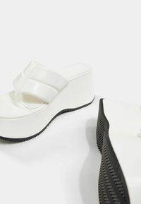 Bershka - T-bar sandals - sand - 6