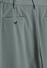 Joseph - BYRNE TECHNO - Trousers - sage - 3