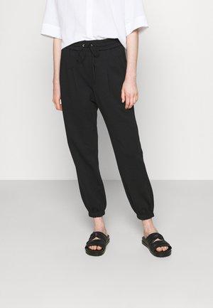 DRAWSTRING WITH FRONT PLEAT - Teplákové kalhoty - black