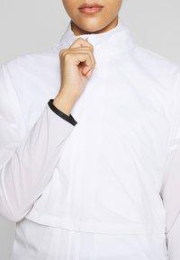 Nike Golf - REPEL ACE JACKET FULL ZIP 2-IN-1 - Sportovní bunda - white/black - 6
