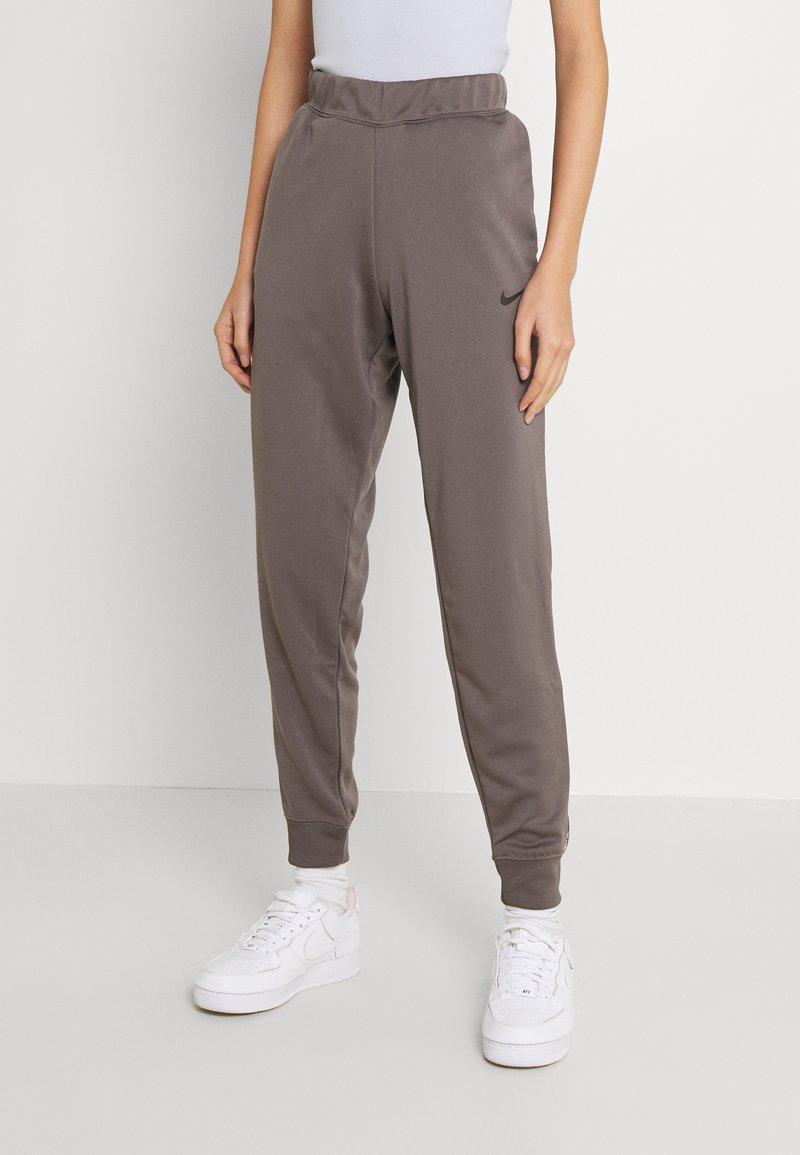 Nike Sportswear - TAPE PANT - Joggebukse - cave stone
