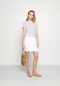 ONLY - ONLBONE LIFE TOP BOX - T-shirt imprimé - bright white - 1