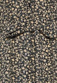 Pieces Petite - PCSAPRIL MIDI DRESS - Vestido informal - black - 2