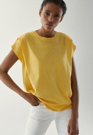 MIT ZIERFALTEN AN DEN SCHULTERN - Basic T-shirt - mustard yellow