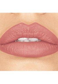 bareMinerals - GEN NUDE MATTE LIQUID LIPCOLOR - Liquid lipstick - infamous - 1
