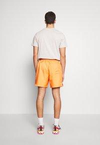 Nike Sportswear - FLOW - Shorts - orange trance - 2