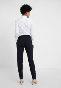 HUGO - THE CROPPED TROUSER - Trousers - navy - 2