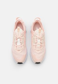 Nike Sportswear - REACT ART3MIS - Sneakers basse - orange pearl/white/pale ivory/pearl white/black - 4