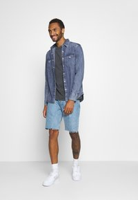 Levi's® - BARSTOW WESTERN STANDARD - Camicia - marble indigo acid wash - 1