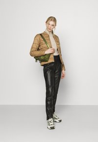 ONLY - ONLSANDIE QUILTED JACKET - Chaqueta de entretiempo - toasted coconut - 1
