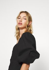 Missguided - PUFF SLEEVE BUTTON THROUGH MINI DRESS - Skjortekjole - black - 3