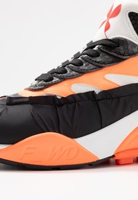 F_WD - Sneaker low - black/white/fluo orange - 2