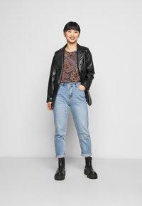 ONLY Petite - ONLEMILY LIFE ANKLE  - Straight leg jeans - medium blue - 1