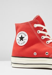 Converse - CHUCK TAYLOR ALL STAR HI ALWAYS ON - Korkeavartiset tennarit - enamel red - 5
