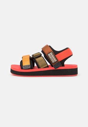 LYDIA  - Sandály na platformě - coral