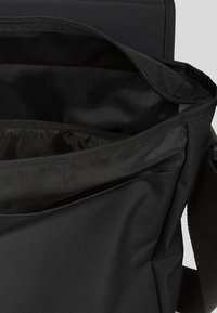 Eastpak - CORE COLORS/AUTHENTIC - Across body bag - black - 3