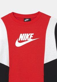 Nike Sportswear - AMPLIFY CREW - Sweatshirt - university red/black/white - 2
