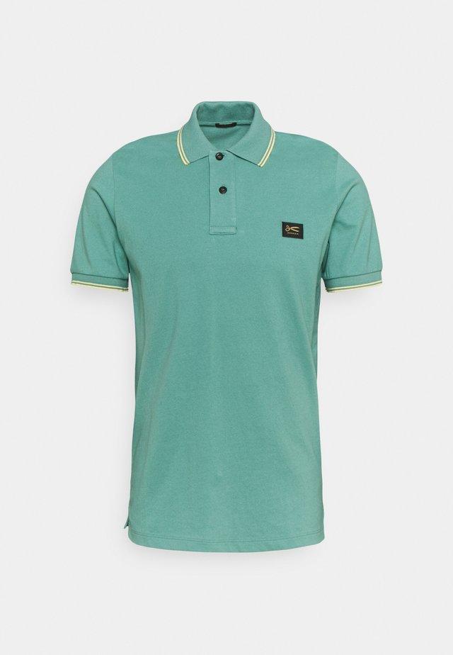 REGENCY - Polo - beryl green