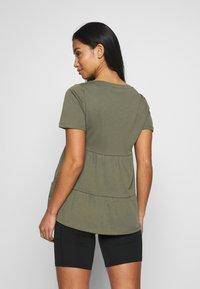 ONLY Petite - ONLAYCA PEPLUM - Print T-shirt - kalamata - 2