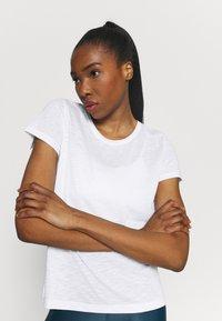 Casall - T-shirt basic - white - 3