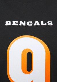 Fanatics - NFL JOE BURROW CINCINNATI BENGALS ICONIC NAME & NUMBER GRAPHIC  - Klubové oblečení - black - 6
