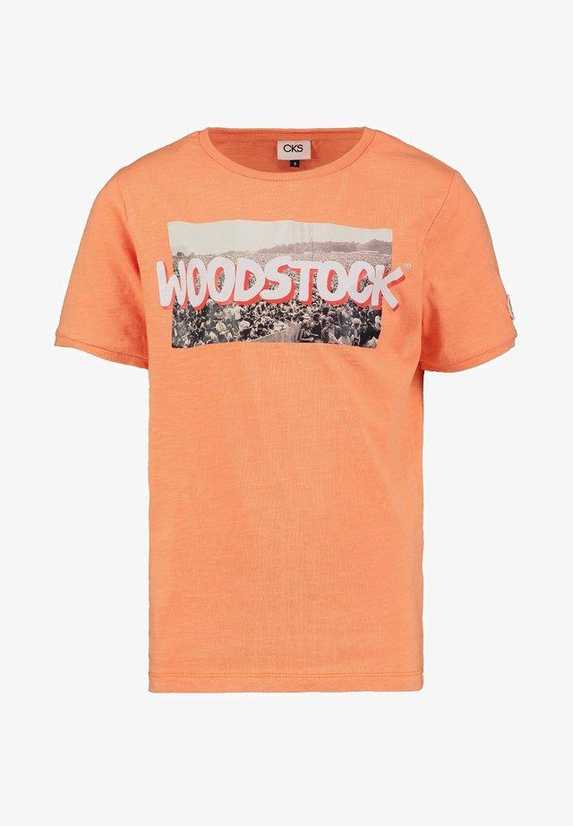 YUBERT - Print T-shirt - washorange