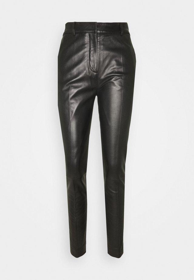 DRAINPIPE TROUSER - Spodnie skórzane - black