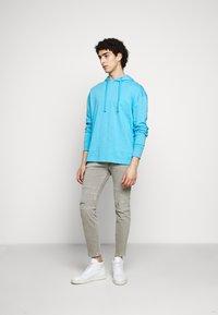 DRYKORN - RAZ - Slim fit jeans - grau - 1