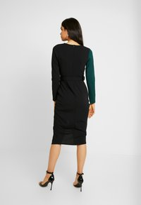 WAL G. - CONTRAST DRESS - Shift dress - black/forest green - 3