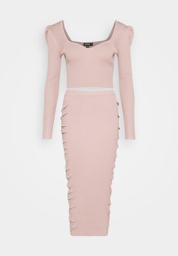PUFF SLEEVE AND SKIRT SET
